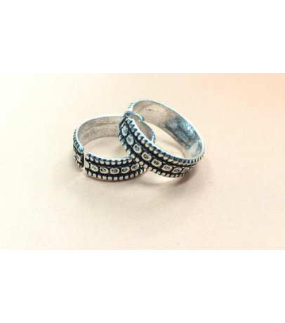 Oxidized Dot Chisel Toe Ring