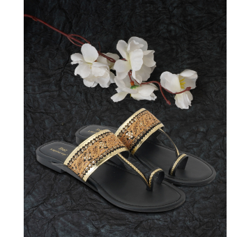Handcrafted Ethnic Embellished Black Kolhapuris