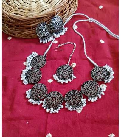 Antique Black Star Mesh Design With Stud Earrings N Maang Tika