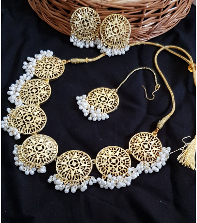 Antique Golden Star Mesh Design With Stud Earrings N Maang Tika