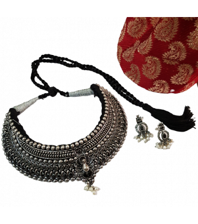 Jaipuri Handcrafted Black Stone Studded Necklace with Earrings