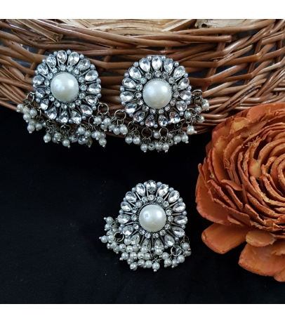 Luviḥ White Stone Studded Pearl Drops Earrings N Ring Combo